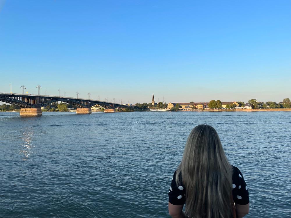Vista al vista al río Rin desde Mainz.