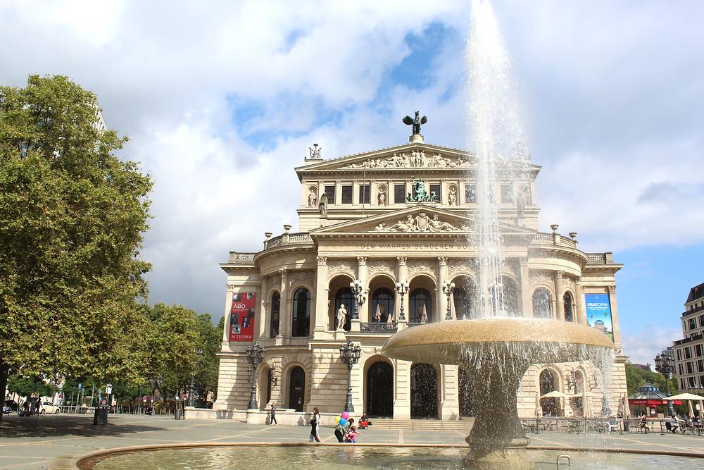 La Plaza de la Ópera en Frankfurt, Alemania.