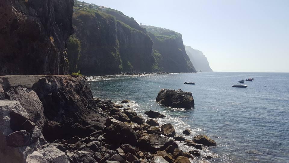 Acantilados hermosos en Funchal, Madeira.