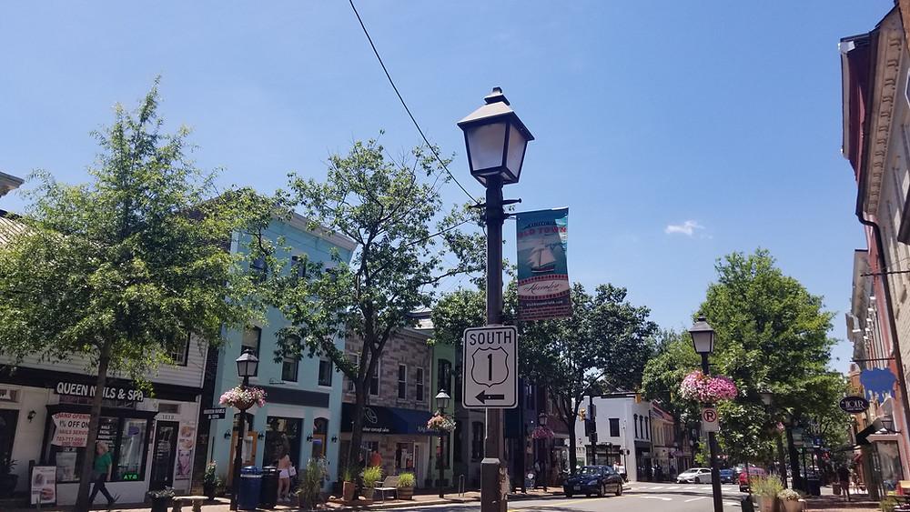 La calle King Street en Old Town Alexandria en Virginia.