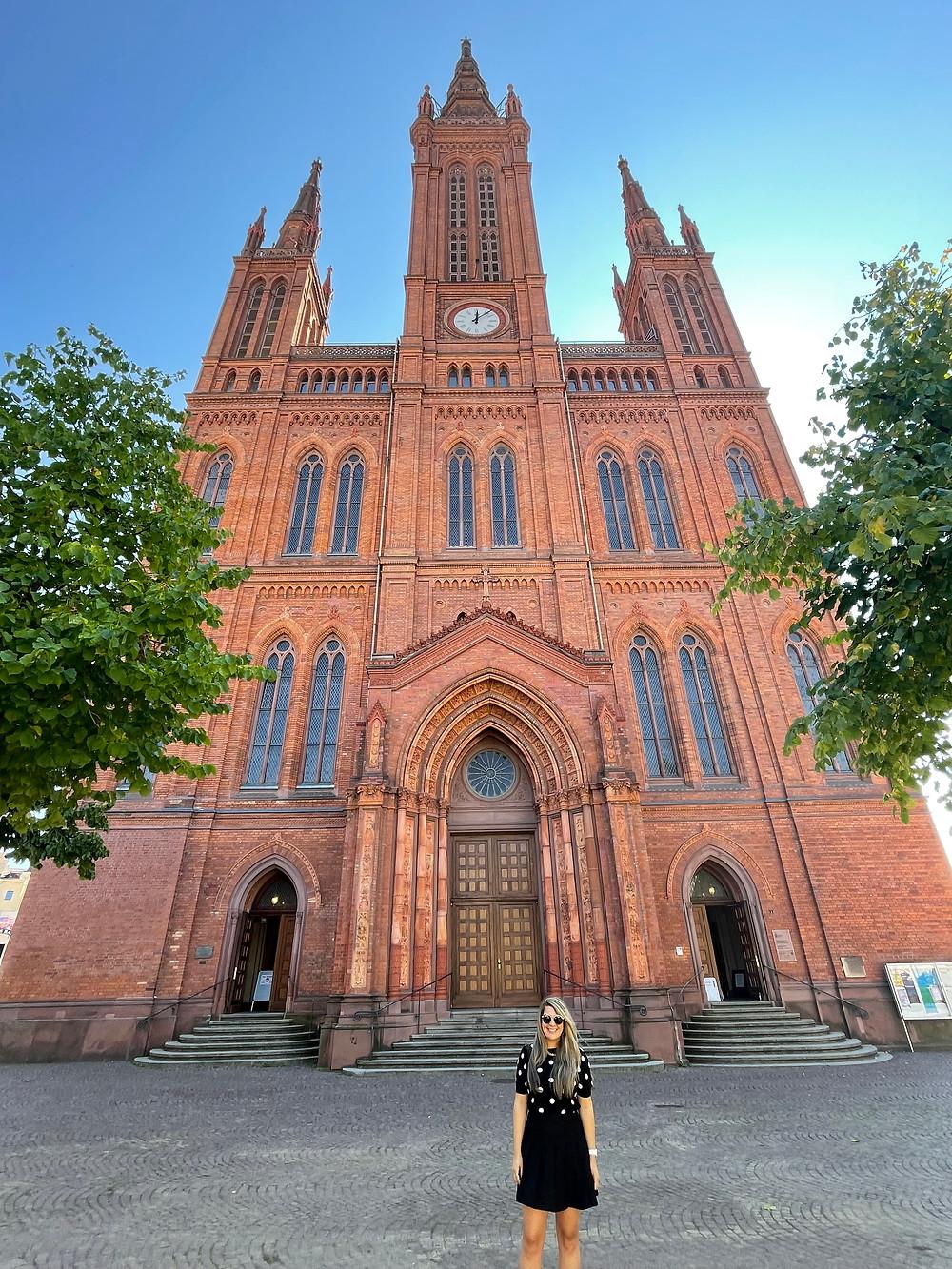 Explorando la catedral principal de Weisbaden.