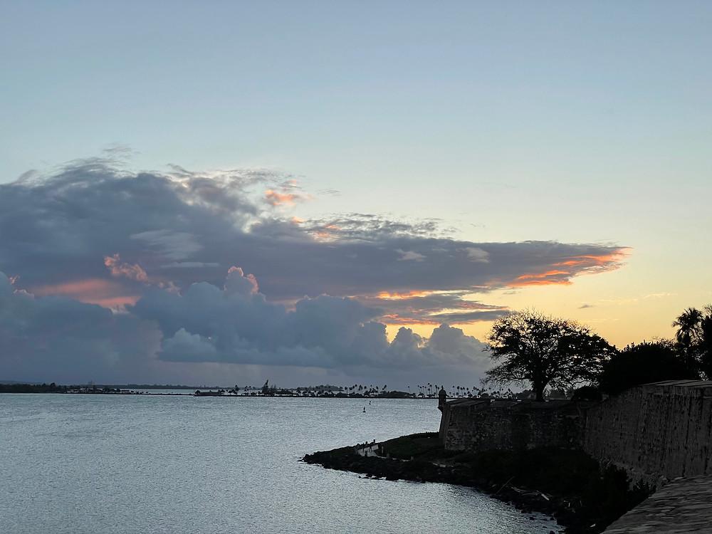 Vista desde la Plazuela La Rogativa en el Viejo San Juan, Puerto Rico.