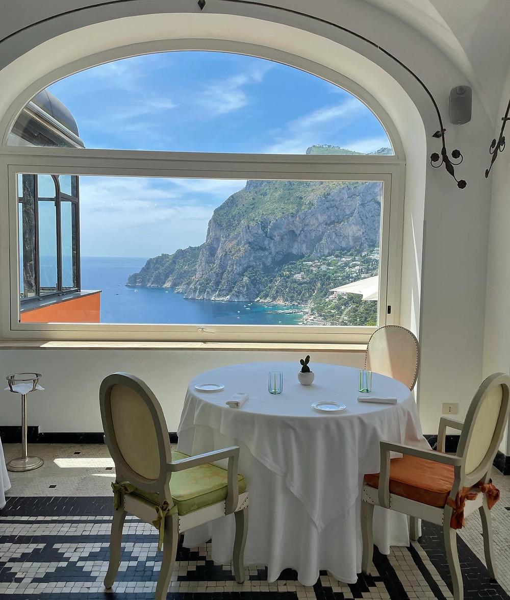 La vista desde el restaurante Monzú en Capri, Italia.