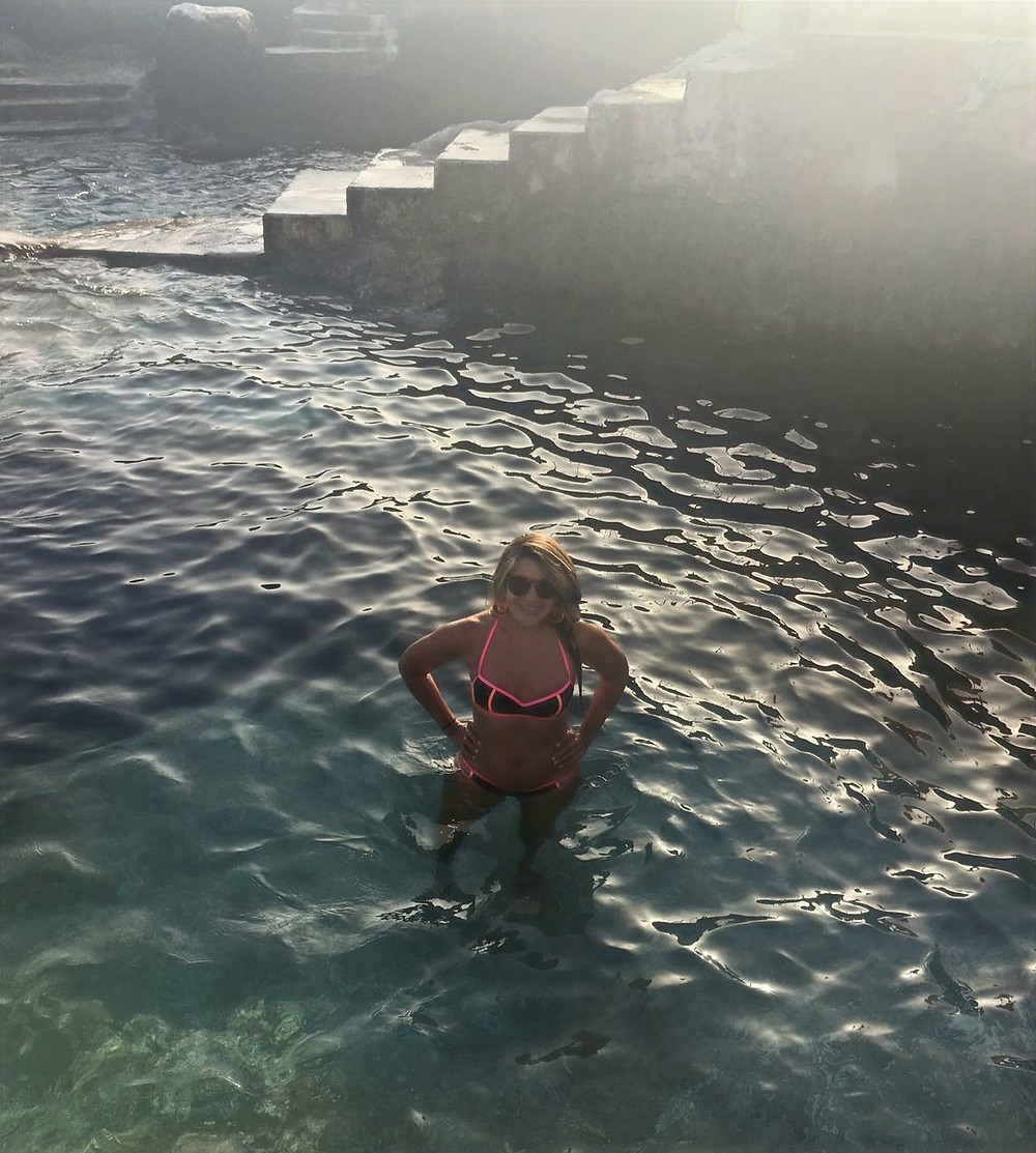 Doca Do Cavacas, piscina construida en la playa natural de Funchal en Madeira, Portugal.