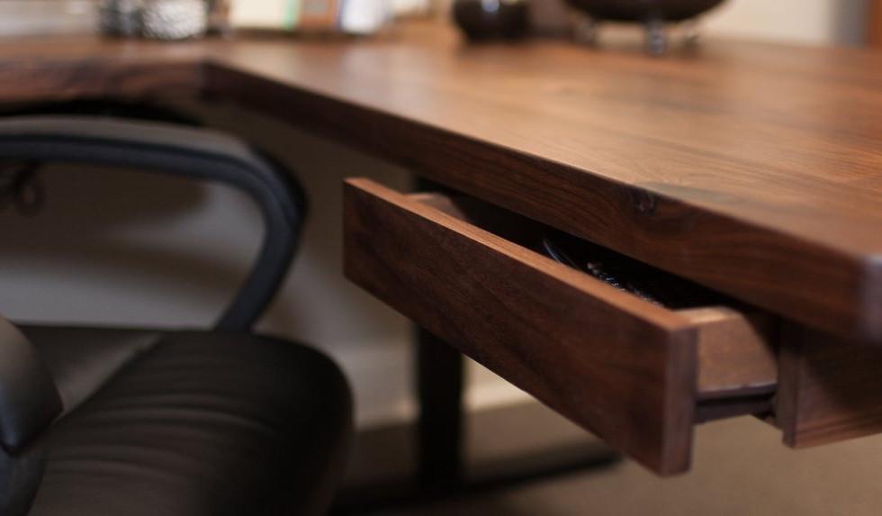 Polyx-Oil on a desk