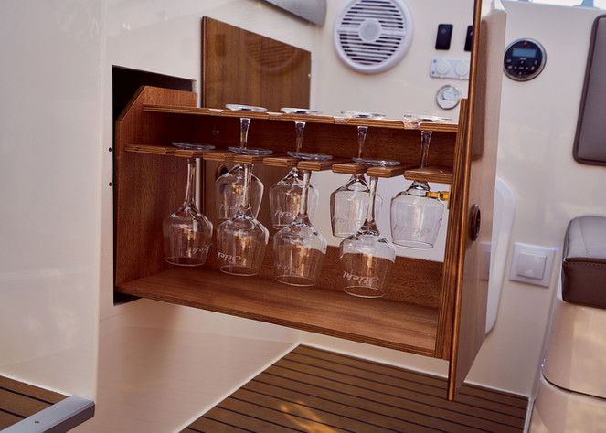 Bar cabinet with 8 glasses