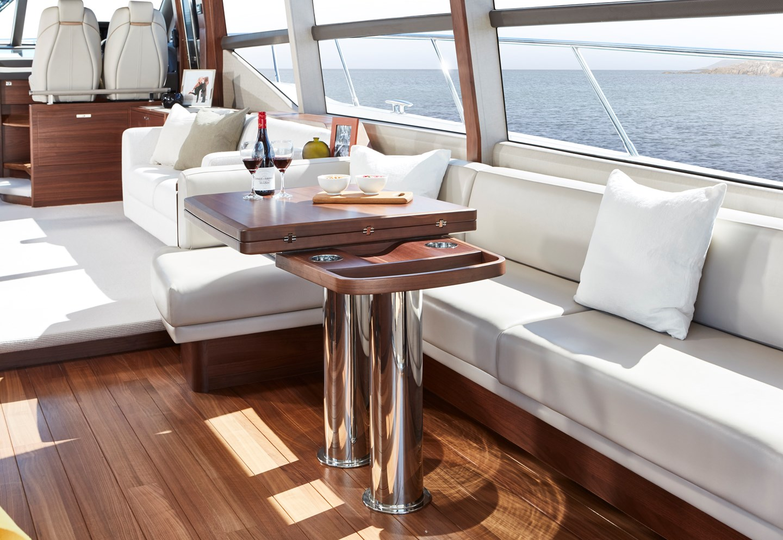 f70-interior-dining-area-table-closedjp
