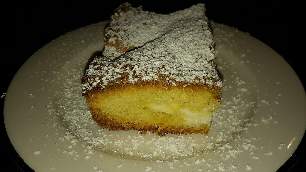 Ricotta filled sponge cake - Family serve