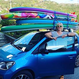 Anne og bilen.jpg