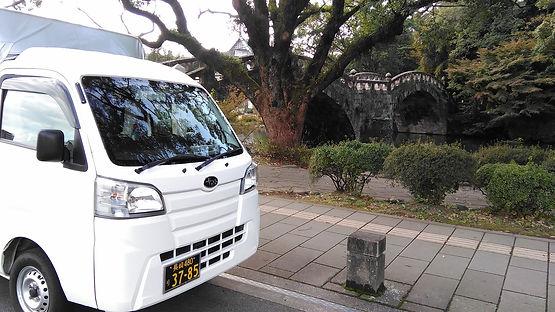 眼鏡橋と木と車.jpg