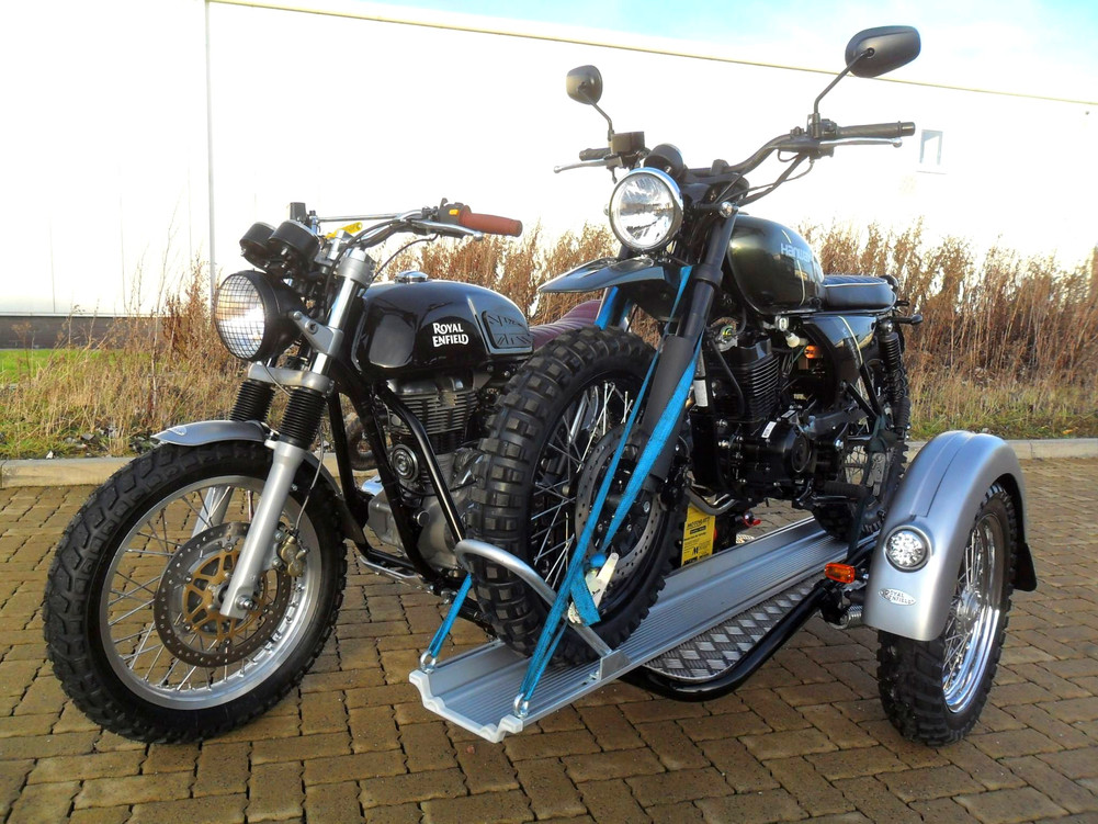 Gusto Motorbikes _ Royal Enfield 535GT with multi-functional platform sidecar combination_bike by bike
