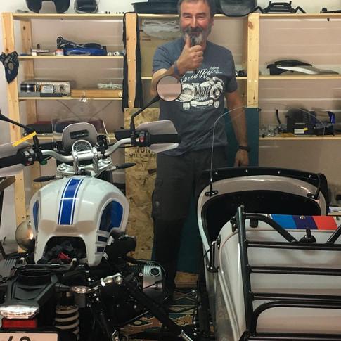 Gusto Motorbike _ BMW RnineT Urban G/S Adventure sidecar combination