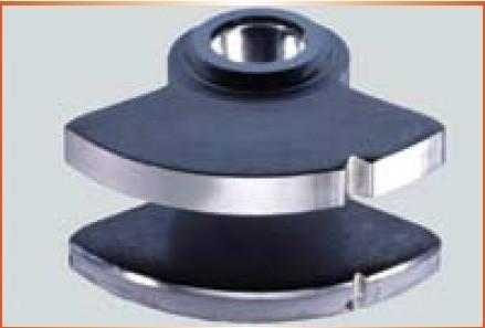 Comparação entre superfícies de corte produzidos por corte fino e corte convencional (fonte: Feintool Technology)