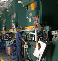 Uma linha de prensas-servo da AIDA permitiu que a Ward Manufacturing Co., com sede em Evanston, Illinois, realizasse um trabalho difícil, de alto valor agregado.