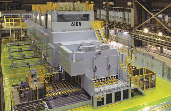 Um fabricante do mercado automotivo norte-americano que instalou esta linha de quatro prensas-servo conseguiu abrir as especificações de sua matéria-prima e teve uma queda nos custos dos materiais, como resultado.