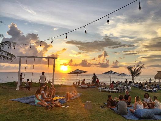 batubolong bar at the beach