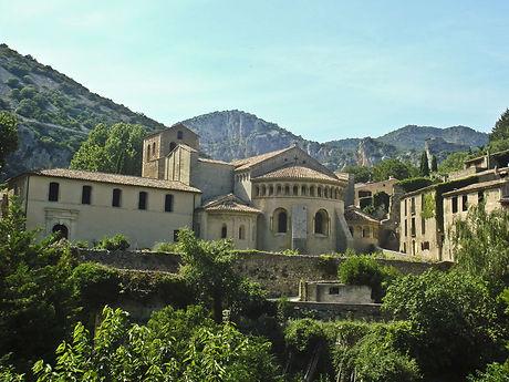 Saint-Guilhem-le-Desert-abbaye-de-gellon