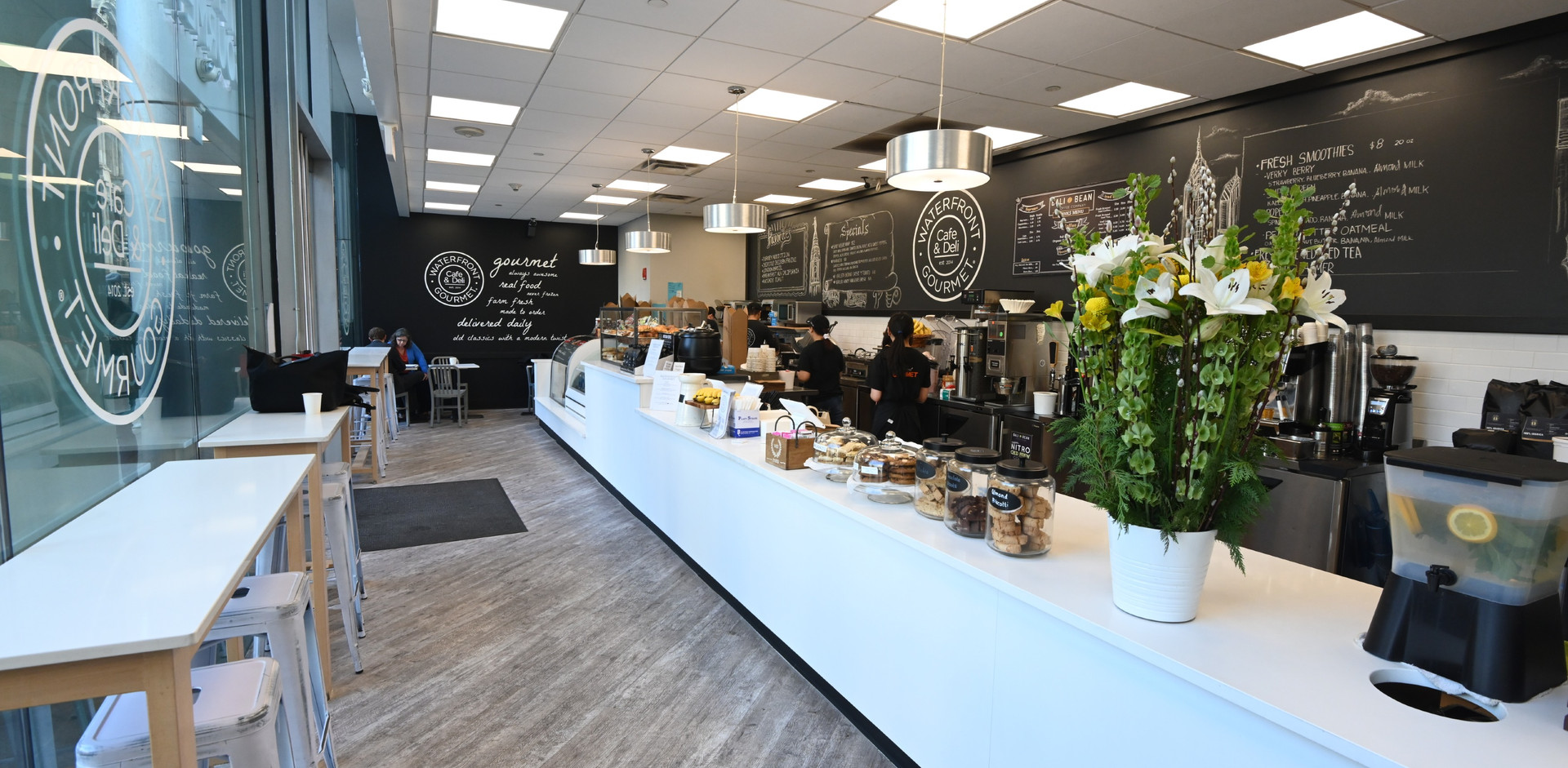Waterfront_Gourmet_Café_at_the_Ritz_Car