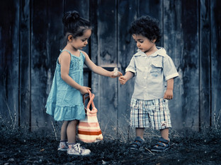 ¿Cómo aprendemos a relacionarnos en la infancia?