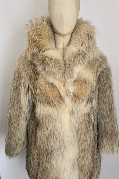 Real vintage fur coat, fur coat, vintage coats, vintage and preloved clothing.www.preve.com