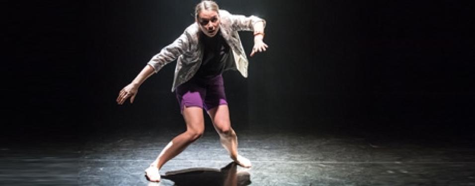 Ruby Portus performing