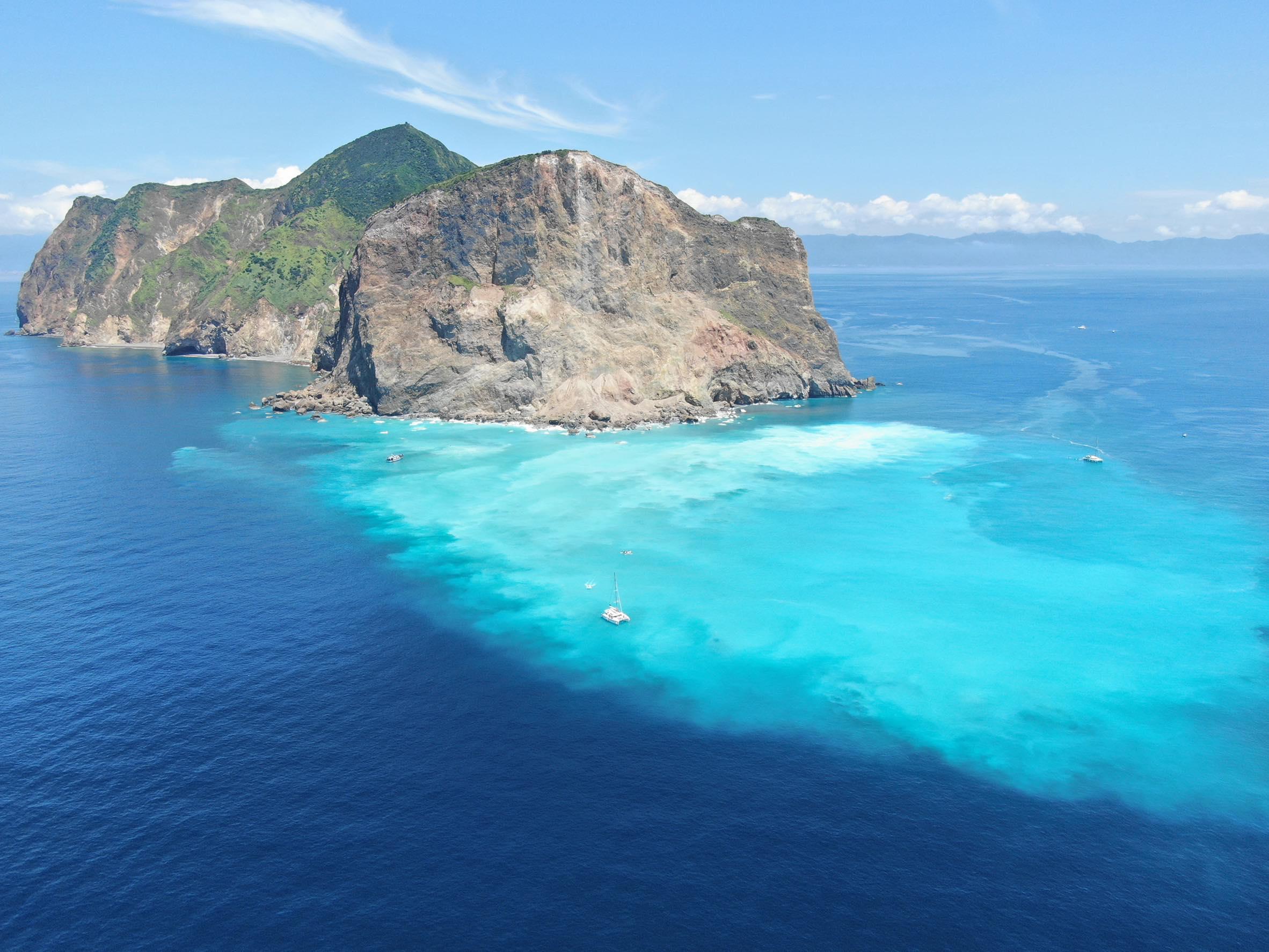 空拍龜山島帆船