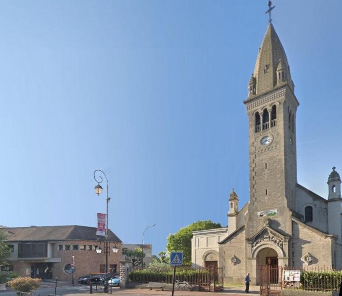 Adamville Eglise CP 2.jpg