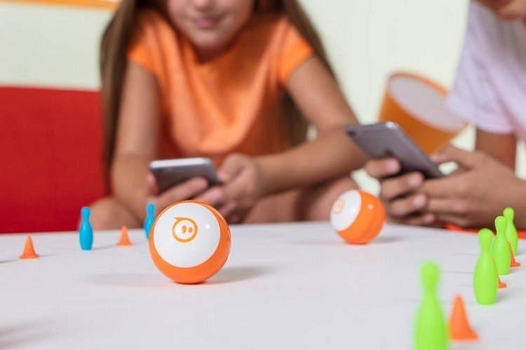 Robot zabawka w kształcie kuli
