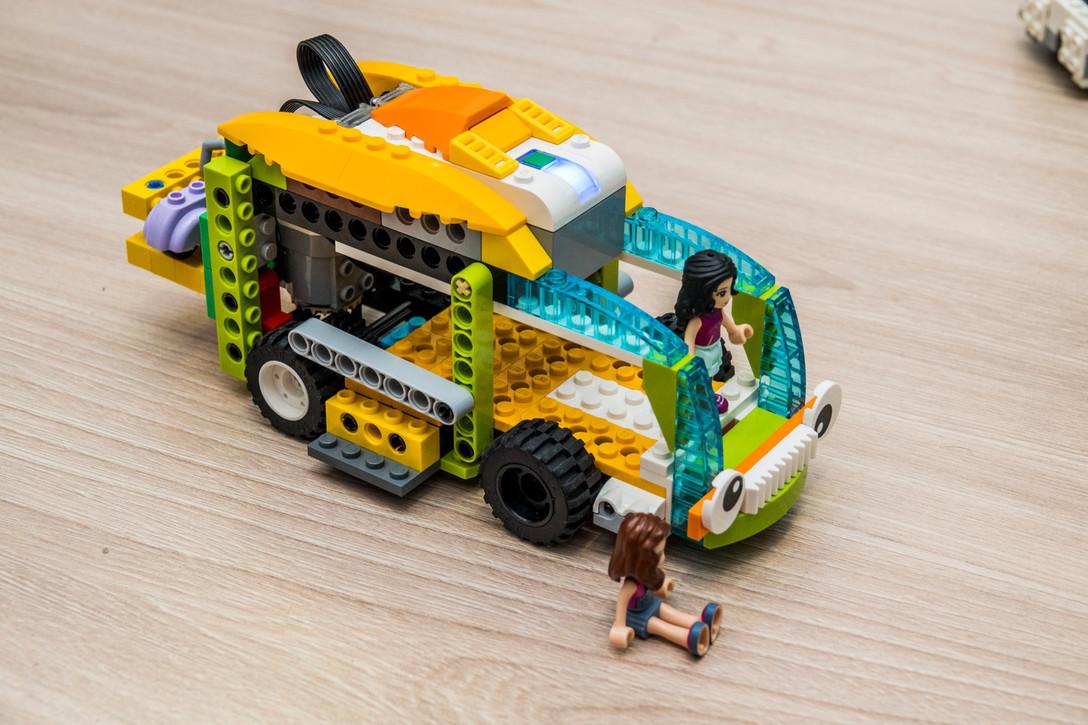 Zbuduj pojazdy i roboty, naucz się programować