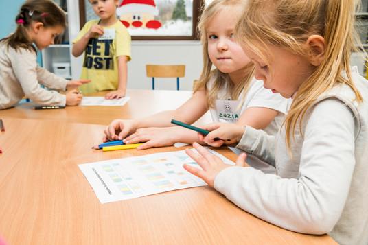 Dzieci z Prywatnego przedszkola na zajęciach z robotyki