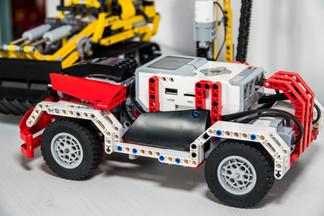 Roboty i pojazdy programowane na komputerze