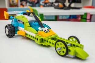 Zbuduj robota lub pojazd z klocków Lego w domu a następnie zaprogramuj