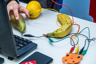 Eksperymenty z programowaniem na owocach