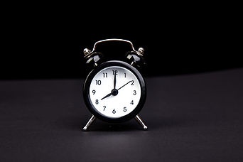 black-vintage-alarm-clock-P4JH6M5.jpg