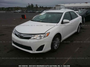 2014 TOYOTA CAMRY LE – 15,102 MILES