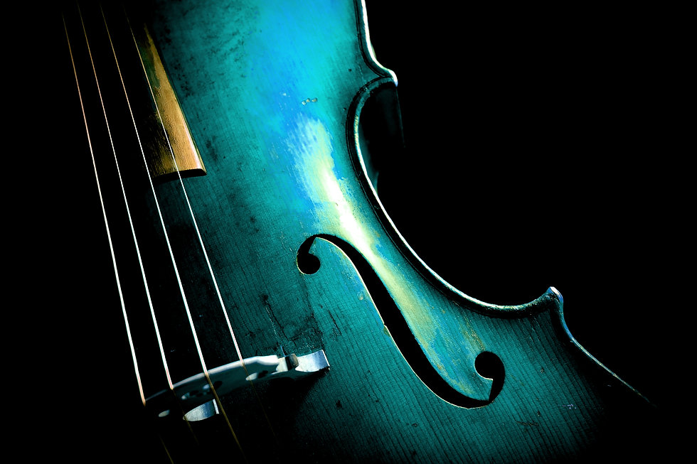 Cello in Aqua Menthe with a copy-space f