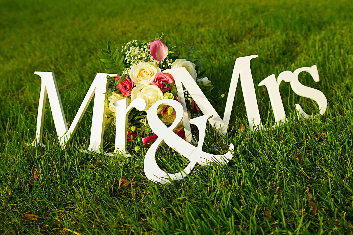 Sign for wedding _Mr & Mrs_ (mister and
