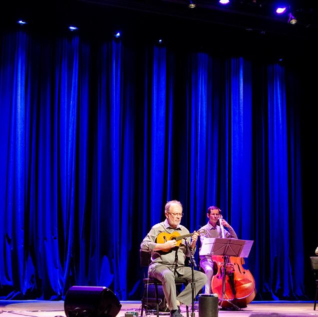 Show do CD Música Nova para Cavaquinho no BNDES com Henrique Cazes © Marilia Figueiredo