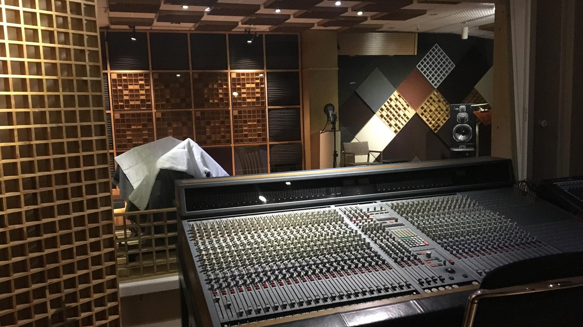 Viet Tan Studio 1.jpg