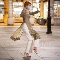Danse libre... sous masque - Tango en solo Place Colette, à Paris