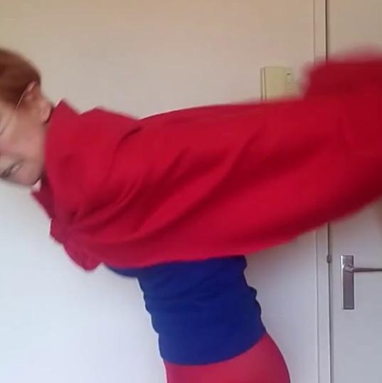 Clip Clown sur l'expo sur les supers héros