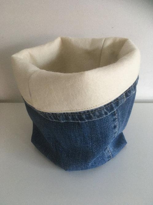Opbergmandje van oude spijkerbroek