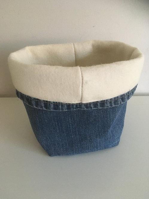 Opbergmandje van oude jeans