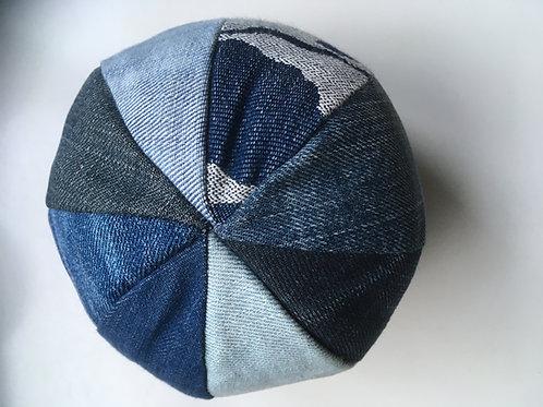 Bal-met-rammeltje-erin van oude jeans
