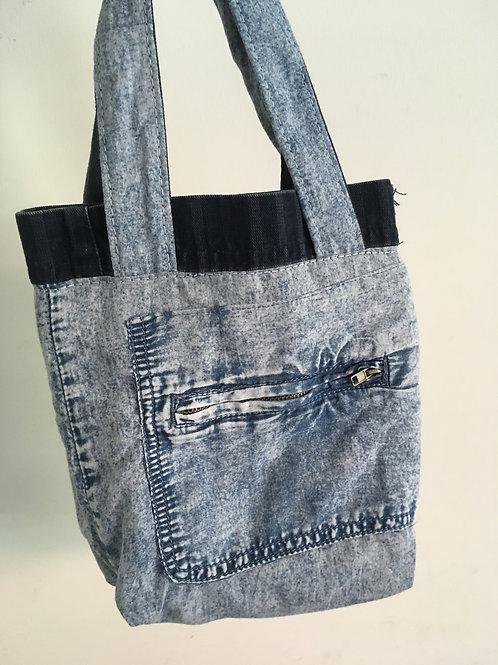 Kindertasje gemaakt van old jeans -met zak voorop