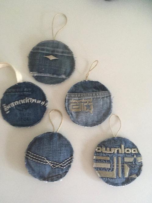 Kerstballen van old jeans