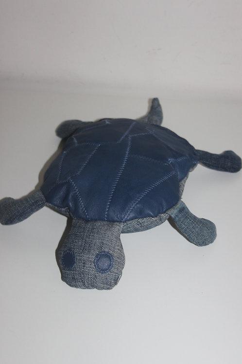Baby-schildpadje van old jeans