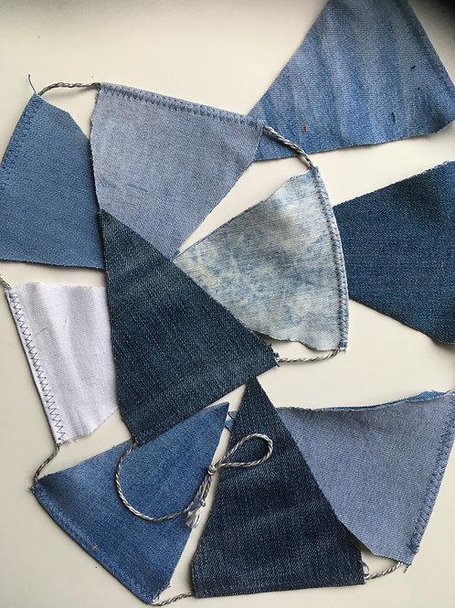 Vlaggenslinger van ca 140 cm van oude jeans