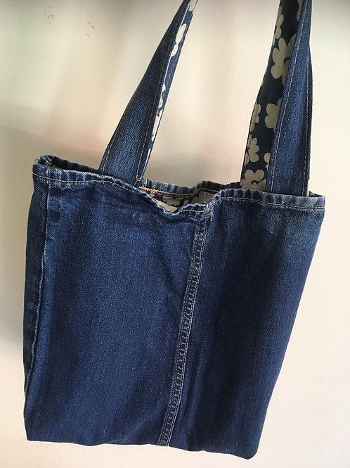 Tas van old jeans-met bloemen