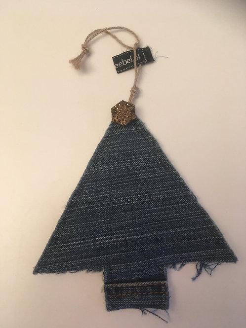 Kerstboompje van old jeans met antieke piek